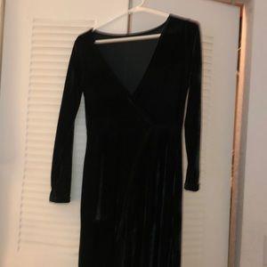 Dark green long sleeve velvet dress.